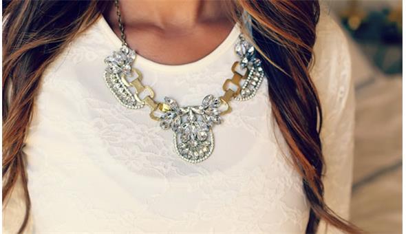 Coordinate Jewelry to Match Your Outfit? क्लोदिंग से ज्वैलरी कैसे मैच करें?