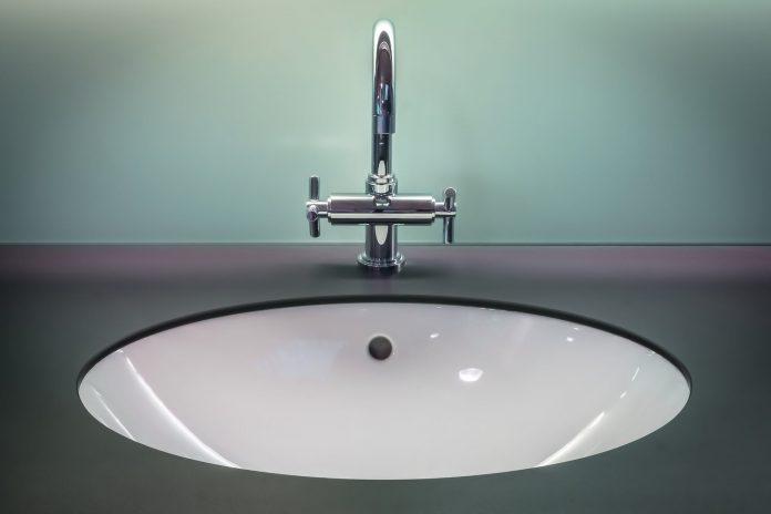 tap Buying Tips, kitchen taps, where to buy taps, best kitchen taps, quality kitchen taps, best kitchen tap mixer reviews, bathroom taps, best tap brands, buy mixer taps,