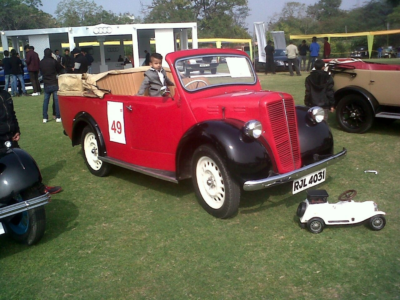 Hire Luxury Vintage Cars in Jaipur for Wedding Event